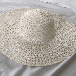 white floppy hat 👒